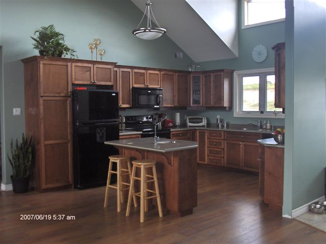 Great Red Mahogany Stained Oak Cabinets 640 x 480 · 48 kB · jpeg